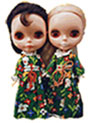 2 sister blythe dolls in green costume