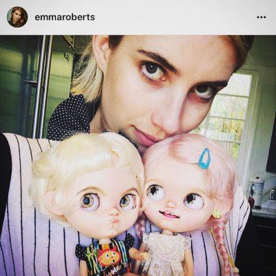 Blythe Emma Roberts sareng boneka Blythe nya https://www.thisisblythe.com/emma-roberts-blythe-dolls/
