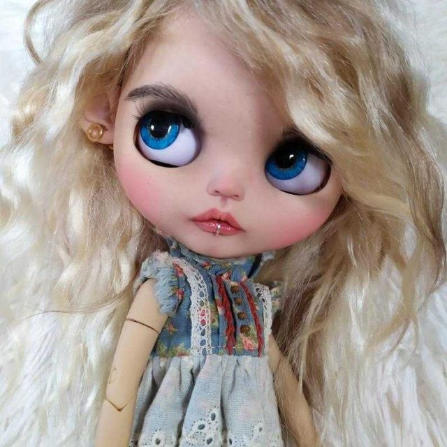 Éloïse – Custom Blythe Doll One-Of-A-Kind OOAK