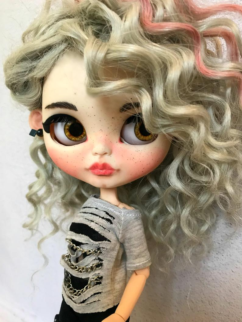 Amber – Custom Blythe Doll One-Of-A-Kind OOAK Custom Blythe Doll (OOAK)