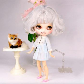 blythe doll stand